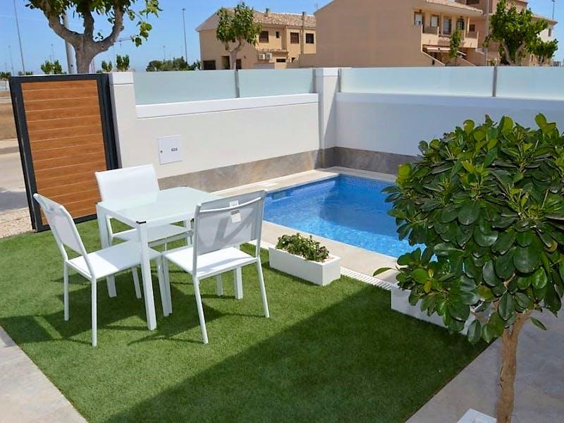 6 detached villas with private terrace, pool, and jacuzzi in Pilar de la Horadada 0
