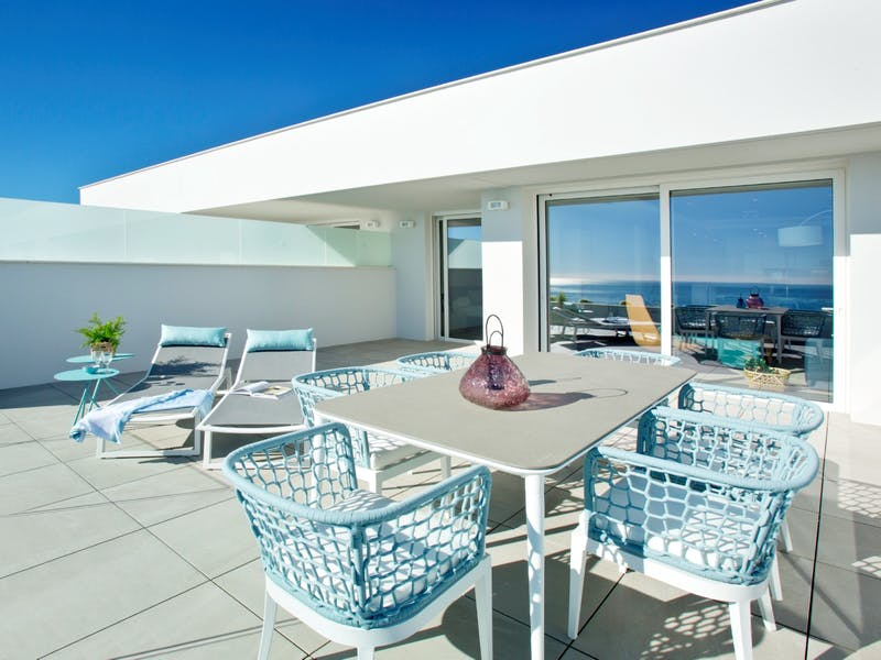 30 luxury apartments with sea and mountain views of 2 and 3 bedrooms in Cumbre del Sol. 8