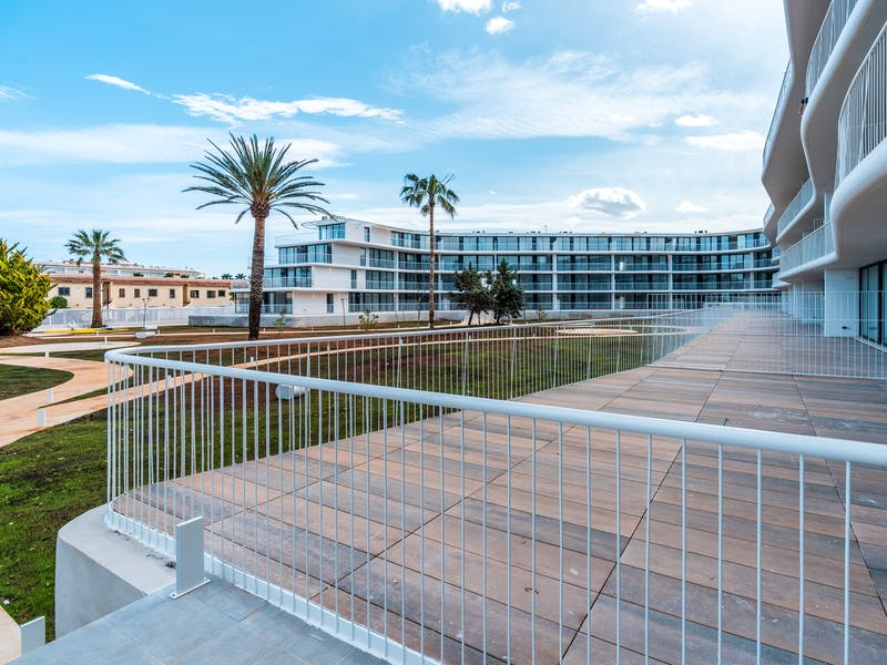 Denia Beach - 1, 2 and 3 bedroom apartments with terrace overlooking the sea or with views over the Montgó mountain, at the beach of La Almadraba beach 28