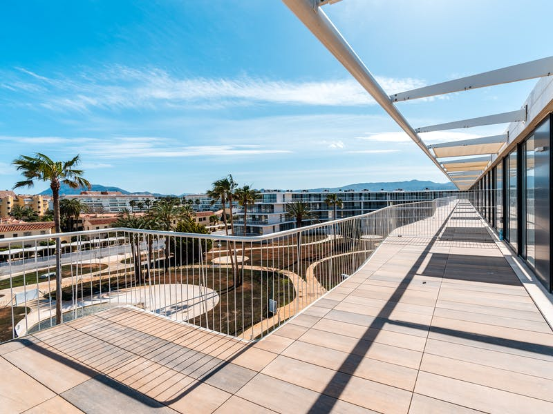 Denia Beach - 1, 2 and 3 bedroom apartments with terrace overlooking the sea or with views over the Montgó mountain, at the beach of La Almadraba beach 23
