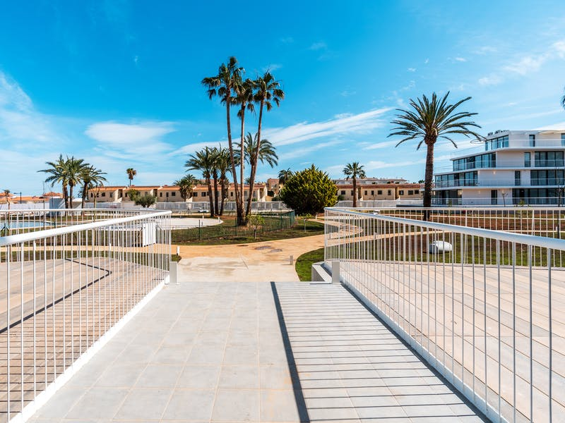 Denia Beach - 1, 2 and 3 bedroom apartments with terrace overlooking the sea or with views over the Montgó mountain, at the beach of La Almadraba beach 32