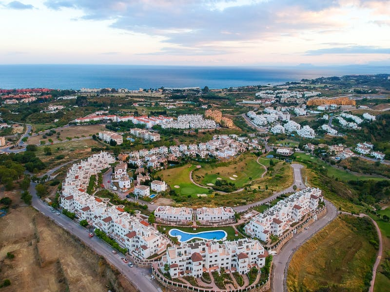 Apartments and townhouses in Estepona 2