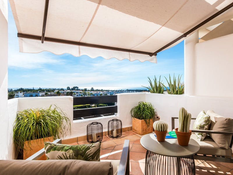 Apartments and townhouses in Estepona 6