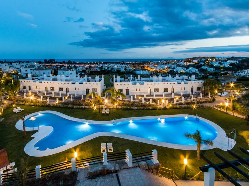 Apartments and townhouses in Estepona 4