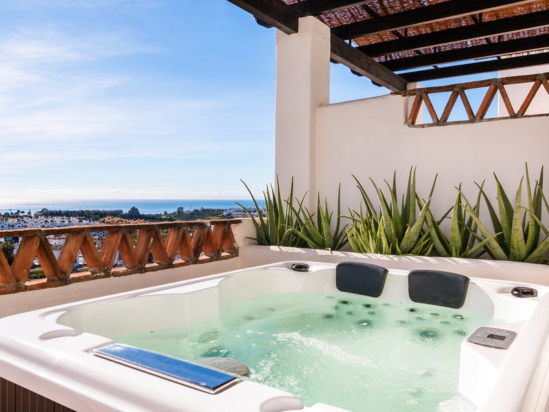 Apartments and townhouses in Estepona 10