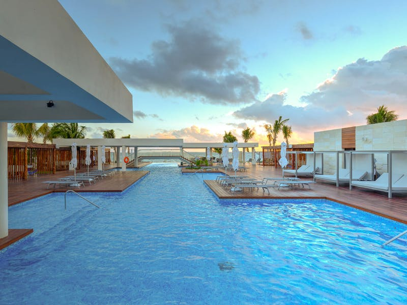 Luxury homes with private beach in Cancun 0