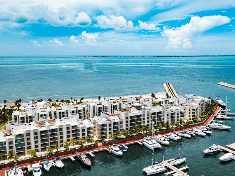 Luxury homes with private beach in Cancun 98