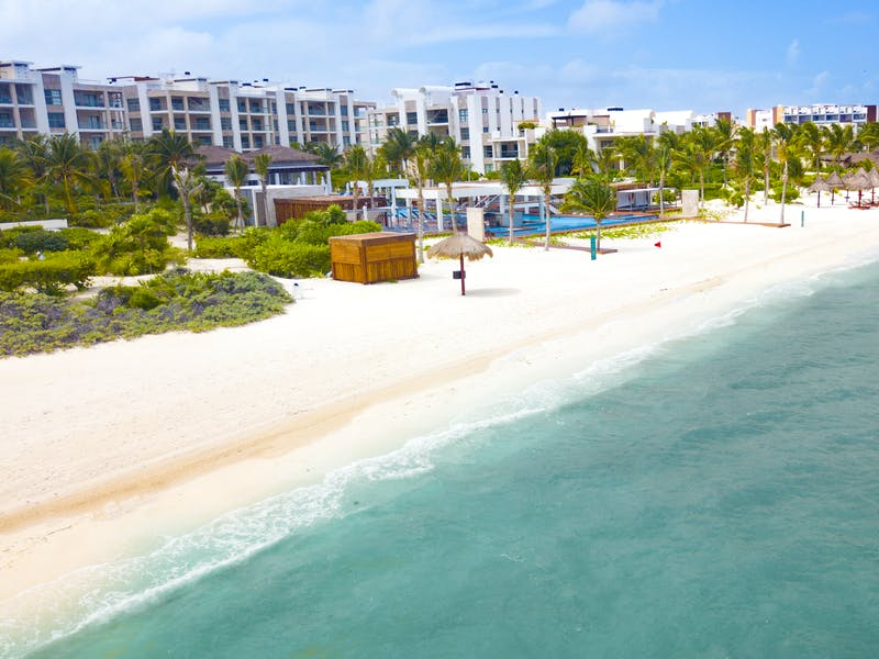 Luxury homes with private beach in Cancun 81